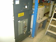Surface mounted Chubb Safe Deposit G2 Size 3 key lock (£17,500K) Unit Quantity 1