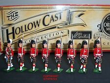 BRITAINS 40190 CAMERON HIGHLANDERS OFFICER + MARCHING TOY SOLDIER FIGURE SET