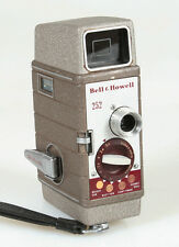 8MM ART DECO BELL   HOWELL MODEL 252 MOVIE CAMERA