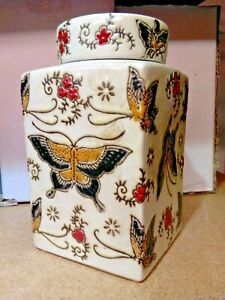 Chinese Porcelain Cream Jar Butterfly