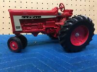 Vintage Scale Model FARMALL 806 Toy Tractor Scale Nice Condition