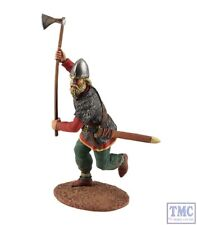 B62100 W.Britain Viking wearing Spangenhelm Attacking with Axe