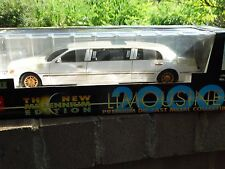 Sun Star 2000 Lincoln Town Car Limousine 1:18 Scale Limo Diecast Prom Party