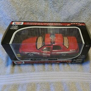 1/24 Scale 2007 Ford Crown Victoria Police Interceptor Fire Chief Red Diecast