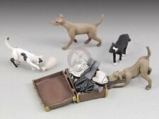 Royal Model 1/35 Dogs & Cats with Open Suitcase full of Clothing (4 Figures) 662
