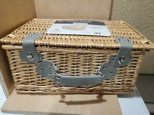 PICNIC TIME Newbury Willow Picnic Basket with Deluxe Service for 4 Person