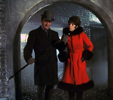 Patrick MacNee and Linda Thorson UNSIGNED photo - 401 - The Avengers