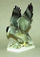 9943072 Porzellan Figur Falke mit Schlange Gräfenthal  18x24cm