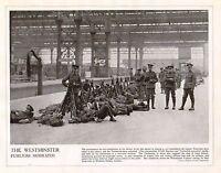 1914 Estampado WWI ~ de Westminster Fusileros Waiting Para Tropas Tren Waterloo