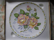 """CROWN STAFFORDSHIRE MOTHERS DAY 1973 COLLECTOR PLATE PEACE ROSE MINT IN BOX 7.5"""""""