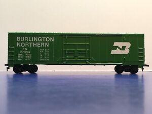 "HO Scale ""Burlington Northern"" BN 100024 Standard Door Freight Train Box Car"