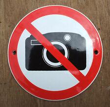 ENAMEL 'NO PHOTOGRAPH' SIGN, BLACK DESIGN ON A WHITE BACKGROUND 10cm. DIAMETERR.