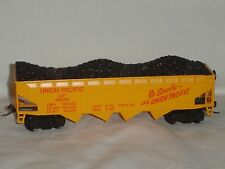 TYCO HO SCALE UNION PACIFIC 4 BAY HOPPER WITH COAL LOAD #62040 WITH KD COUPLERS