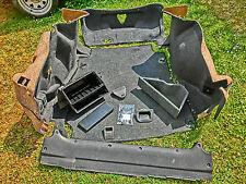 Audi A4 B5 Limousine Kofferraumverkleidung, Bodenmatte, Seitenboxen, Schrauben