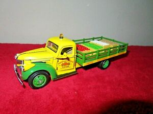 1941 CHEVY STAKEBED FLATBED TRUCK AUGUSTINES FARM 1:32 NMMM OPENING DOORS HOOD