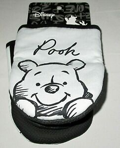 DISNEY WINNIE THE POOH  Oversized Oven Mitts 2 Pk.  POOH Silicone Grip