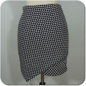 H&M Women's Juniors Mini Skirt, Asymmetrical Front, Elastic Waist size M
