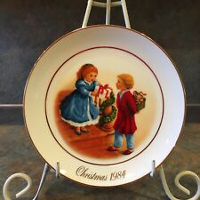 "Vintage Avon Christmas Collectors Plate ""Celebrate The Joy Of Giving�"