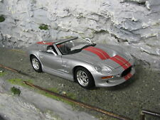 Road Signature Shelby Series 1 1999 1:18 metallic silver with red stripes
