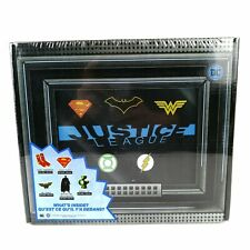 """DC Comics Justice League Collector Box Exclusive Accessories """"What's Inside"""""""