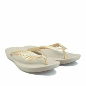 Women's Fit Flop iQushion Feather Lightweight Cushioned Flip Flops in Gold