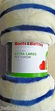Boots & Barkley® Pet Throw Blanket 40 x 50 + Pet Hair cleanup system