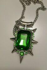 ZELENA Collana con pendente verde smeraldo. once upon a time. strega cattiva.