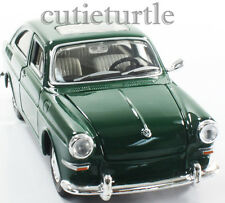 Maisto 1967 VW Volkswagen 1600 Fastback 1:24 Diecast Model Car Green