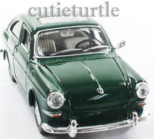 Maisto 1967 VW Volkswagen 1600 Fastback 1:24 Diecast Model Car Green