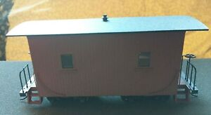 On30 Bachmann caboose w/round roof and lighted interior
