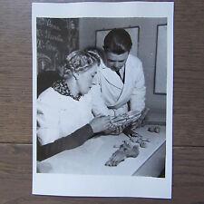 PHOTOGRAPHIE DE PRESSE 1941 ECOLE DE PODOLOGIE ETUDE ANATOMIE DU PIED