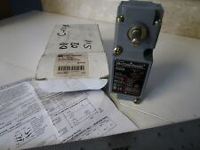 Cutler Hammer E50AR1 Limit Switch, Side Rotary Actuator, SPDT, 1 NO / 1NC
