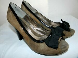 WOMENS brown slip on leather PUMPS w/bows SHOES  SOFFT  SIZE 8.5M