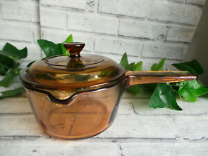 VISION CORNING FRANCE 1L AMBER GLASS LIDDED PAN WITH POURING LIP