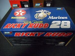 Ricky Rudd #28 2000 Texaco / Marines Ford Taurus (1:24 Scale)