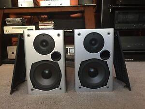 Polk Audio M10 Two-way Bookshelf Desktop Speaker Black- Pair