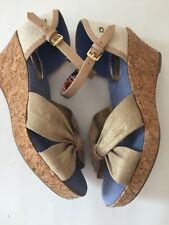 96330e7807535 Tommy Hilfiger Kids Anastasia Scallop Wedge Sandal Big Girl s - Size 5 Gold  New
