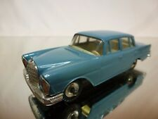DINKY TOYS 186 MERCEDES BENZ 220 SE - BLUE  1:43 - EXCELLENT CONDITION
