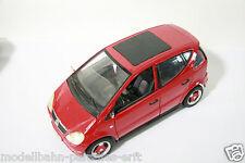 Maisto 1:18 Mercedes Benz A Class rot (DX2127)