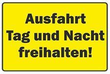 wetterfestes PVC-Schild: Ausfahrt Tag und Nacht freihalten!