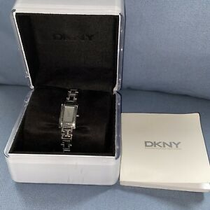 DKNY watch Women's Watch. Model NY-3207 Used Condition. With Box