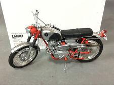 EBBRO 1/10 Honda CL72 Export 1962 Bike, motorcycle Red Diecast model