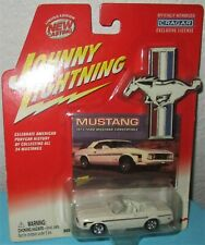 Johnny Lightning Die Cast 1973 White Ford Mustang Convertible 1:64 scale MIP