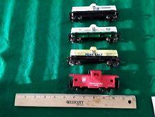 Bachmann Plus 3 tankers 1 caboose (HO312719)
