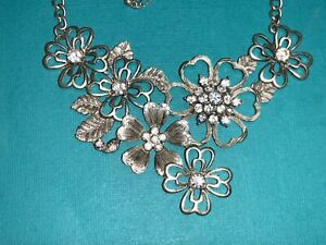 """🌸 Ladies Silver Tone Flower Crystal  21- 24"""" Necklace 🌸"""