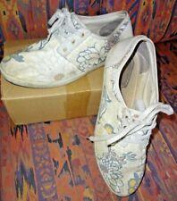 CLARKS floral CANVAS lace-up SHOES - Size UK 8 D