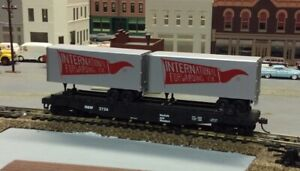 ATHEARN Norfolk & Western 50' flat with 2 International Forwarding 25' trailers