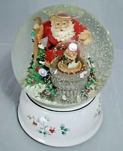 Pfaltzgraff - 2001 Winterbury Musical Snow Globe 4th in Series - Santa Claus