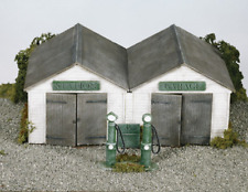 Wills SS12 Station Garage, vintage pumps, oil cabinet Plastic Kit OO Gauge