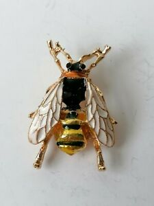 Enamel Bee Bug Insect Fly Vintage Style Gold Tone Pin Brooch